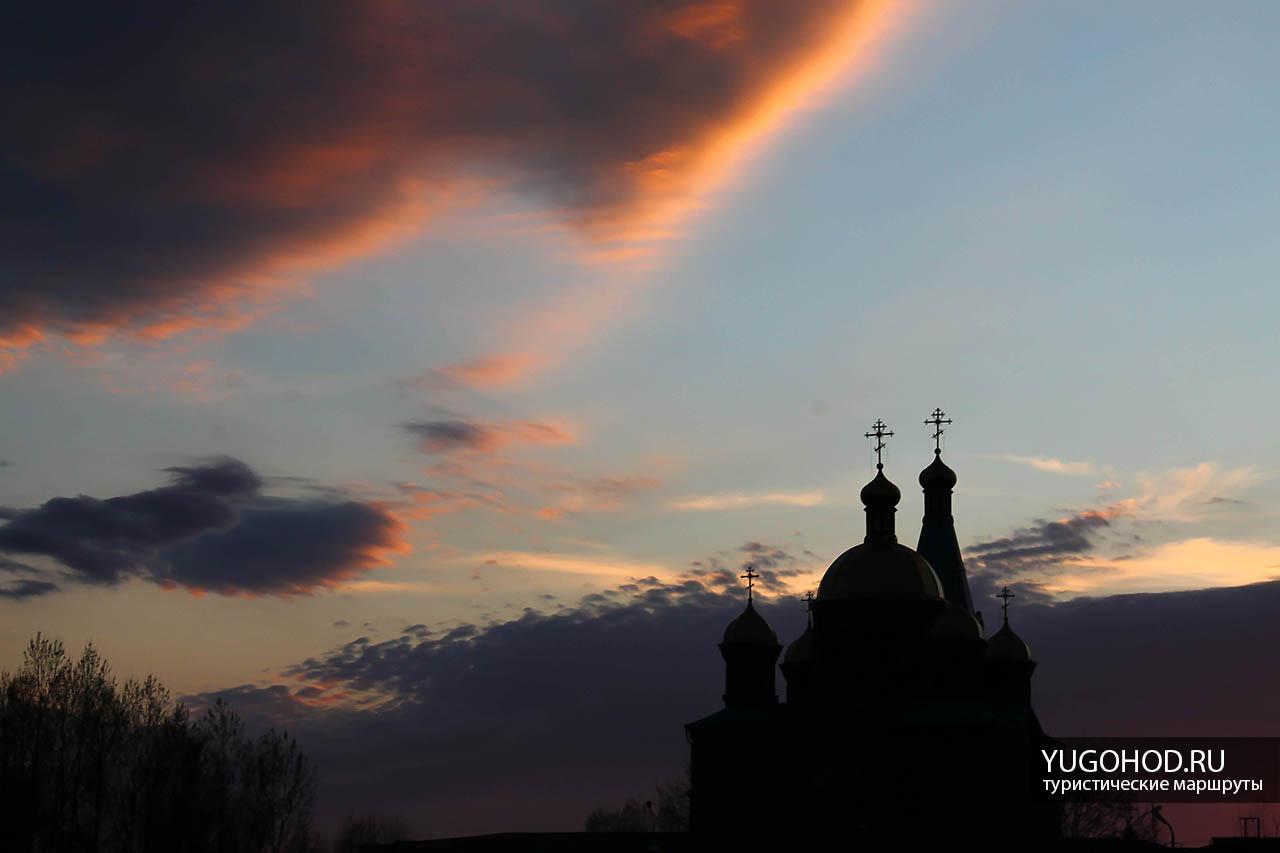 Рождественский парк, храм на закате
