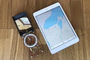 Смартфон с картой OpenStreetMap