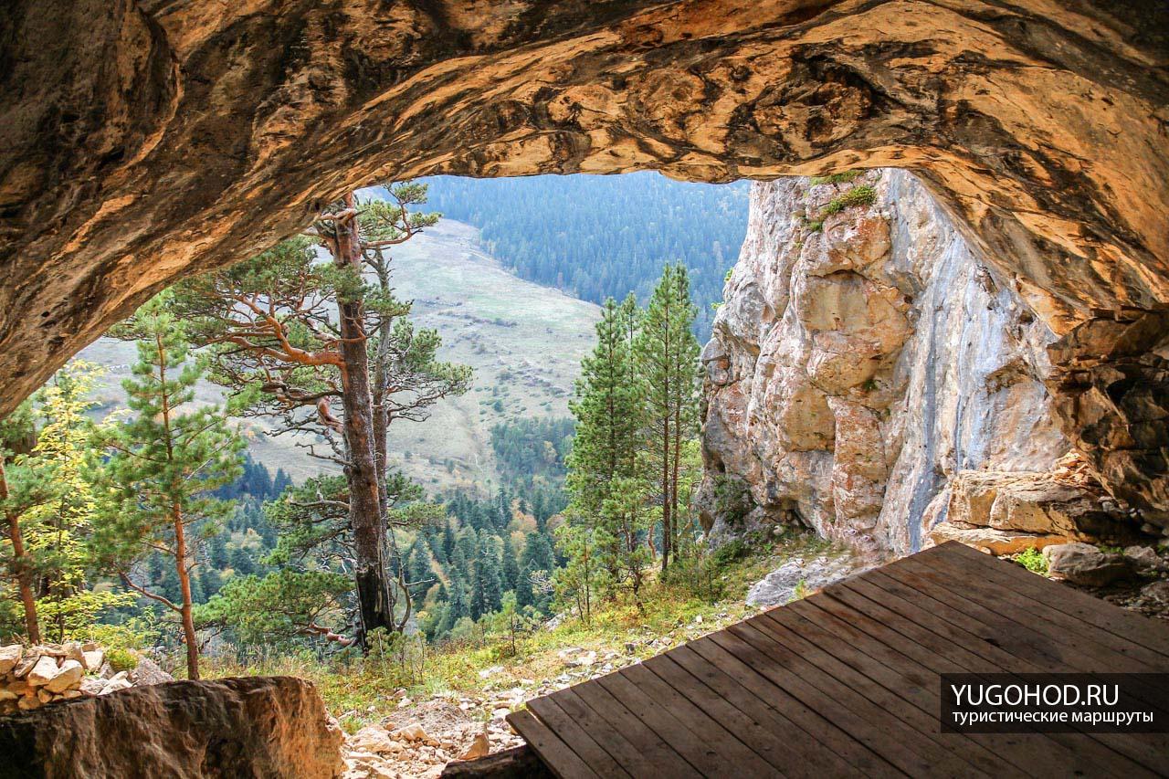 Грот в скале Утюг