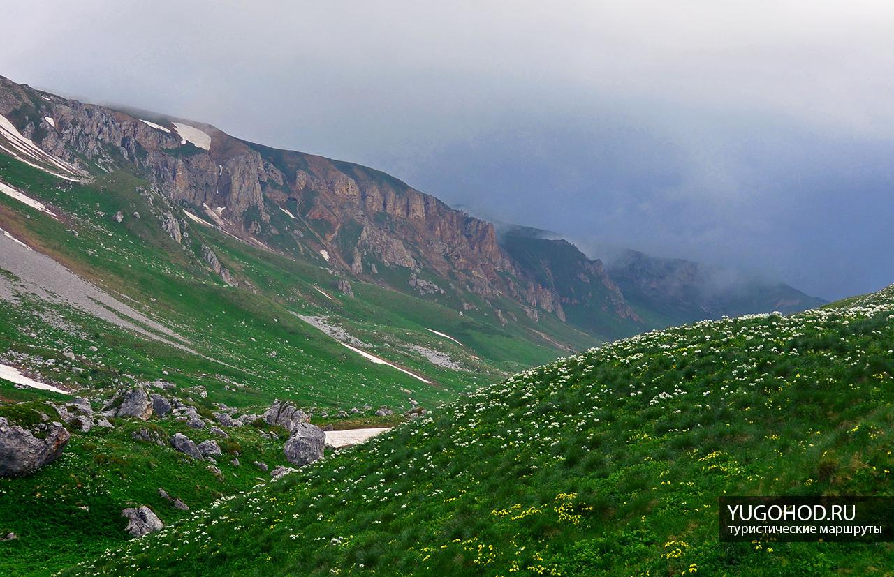 Вид с Гузерипльского перевала