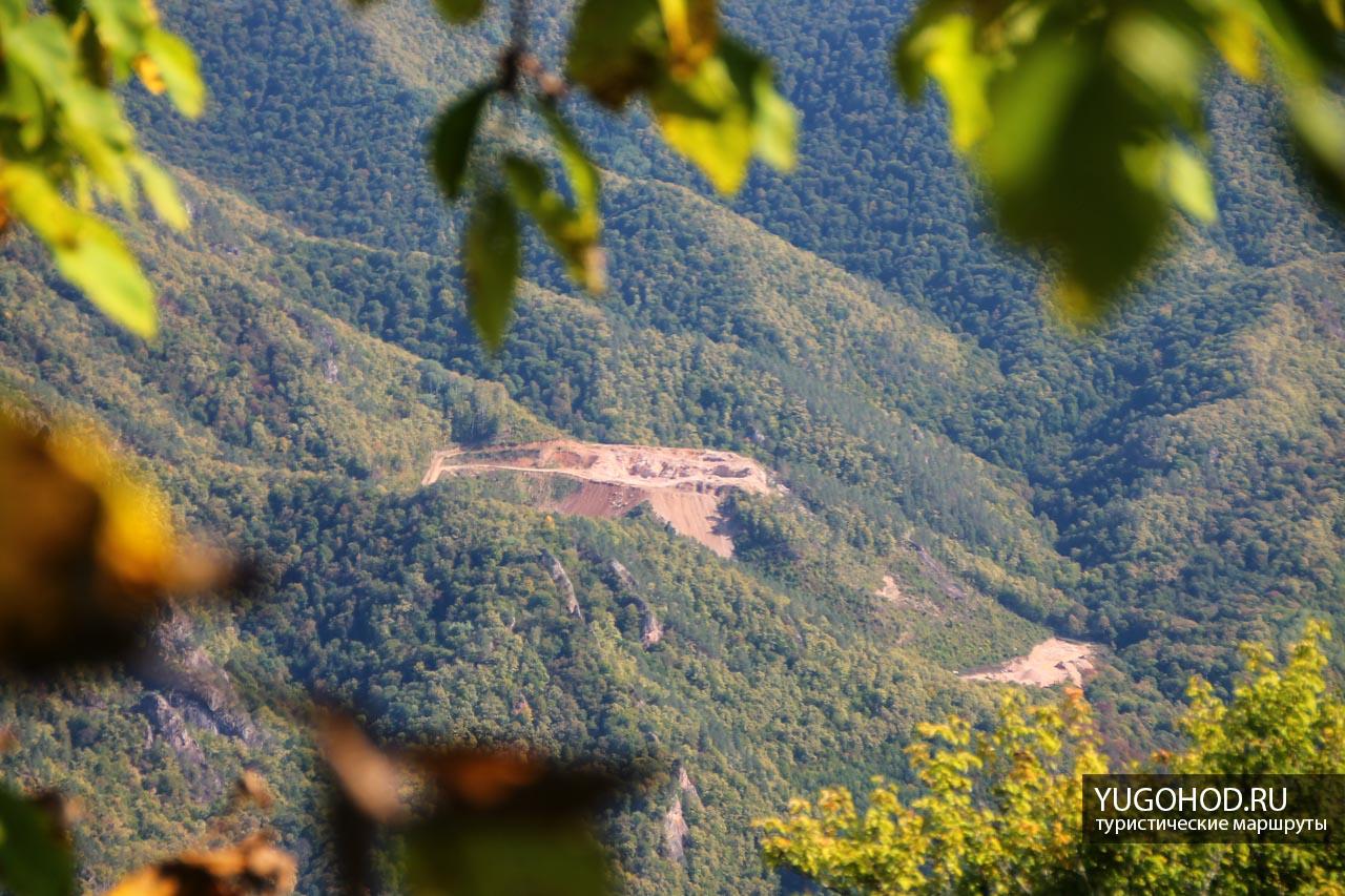 Карьер возле горы Трезубец